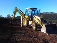 Construcción de muladar. Allanando el terreno. Año 2015.