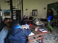 Todos muy atentos, ante las explicaciones de Salva Castillo, durante le curso