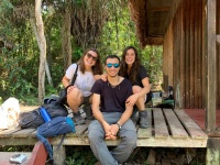 Nuestras primeras voluntarias ya están de vuelta después de un intenso mes en la estación biológica de la Reserva Nacional Tambopata en Perú y las valoraciones son altamente positivas. Bajo la supervisión de nuestro compañero Cristian, han aprendido a re