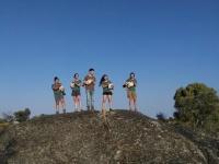 Voluntarios de este mes de julio con las cigüeñas que fueron liberadas en el Parque Natural de Cornalvo