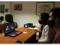 Elena y Adrian (equipo de adiestradores de AMUS) en un seminario online con la unidad cinológica en biodetección de la asociación TRENCA (Lleida).